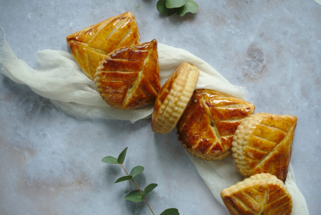 Flatlay Picture of apple turnovers